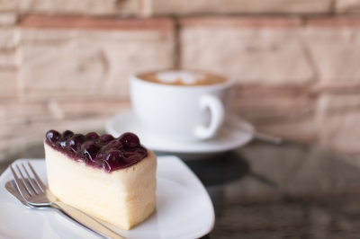 blueberry cheescake and hot coffee